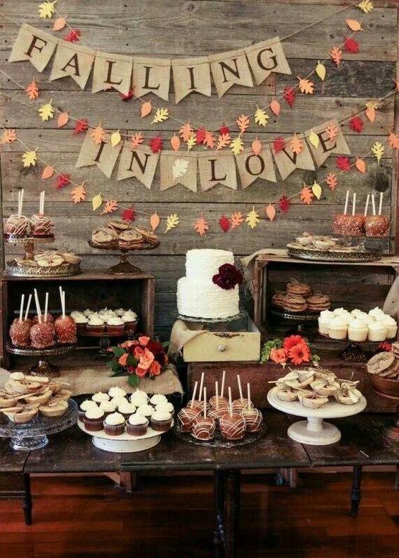 őszi esküvői desszertasztal
